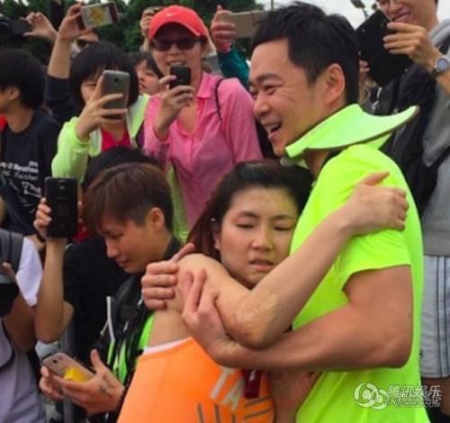Selina và chồng trong cuộc thi chạy marathon từ thiện.