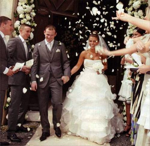 Rooney hạnh phúc trong ngày cưới.