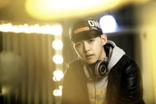 Dongho với cuộc sống mới là một DJ.