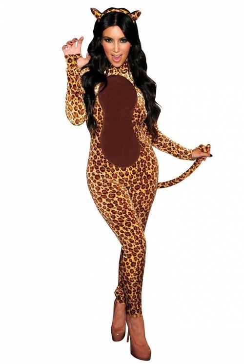 """""""Nàng báo"""" Kim sexy vào mùa halloween 2010."""
