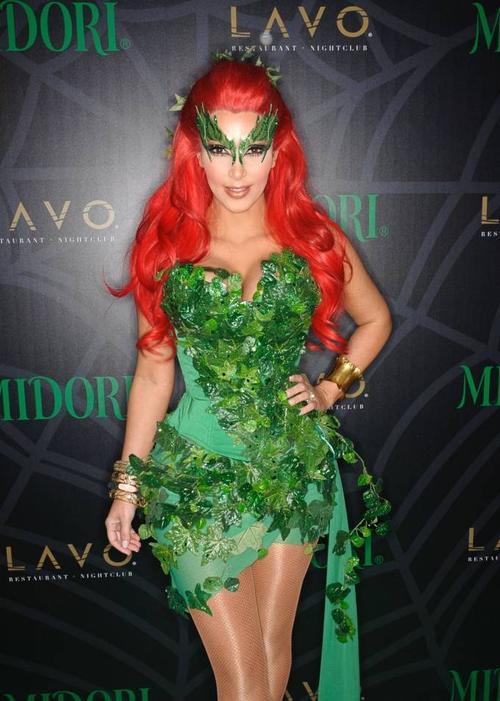 """Năm 2011, người mẫu này khiến khán giả thích thú với tạo hình Poison Ivy """"chuẩn từng chi tiết"""". Đây là một nhân vật phản diện hư cấu trong truyện tranh, thường được biết đến là kẻ thù chính của nhân vật Batman."""