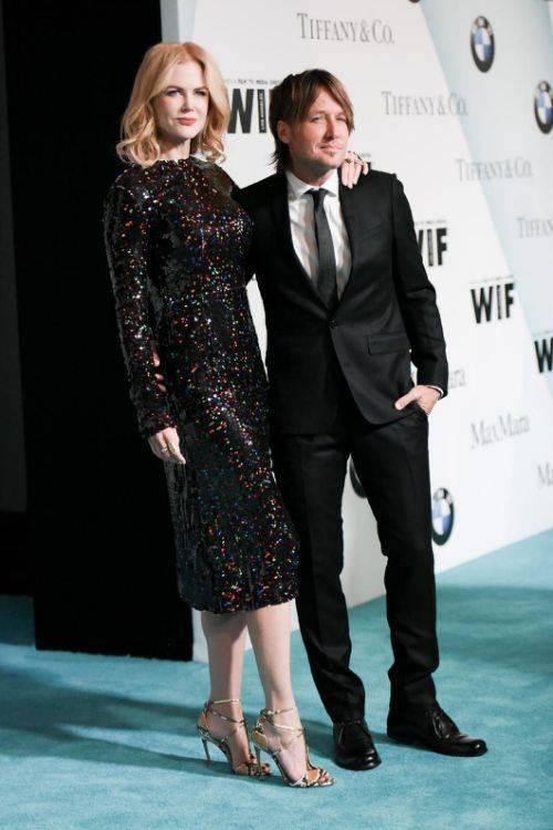 Minh tinh người Australi Nicole Kidman cao tới 1m80. Điều đặc biệt là 2 người chồng của Nicole đều sở hữu chiều cao khiêm tốn: Tom Cruise chỉ cao 1m70, còn chiều cao của nam ca sĩ Keith Urban là 1m77.