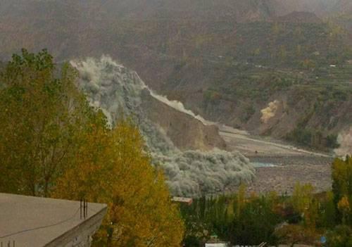 Sông băng tại thung lũng Hunza, vùng Kashmir sạt lở do động đất. Ảnh: The Hindu.