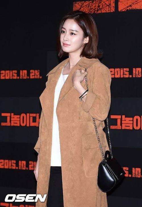Kim Tae Hee và Bi (Rain) thừa nhận hẹn hò vào tháng 1/2013. Trải qua hơn 2 năm, cặp đôi vướng không ít tin đồn từ chia tay cho đến kết hôn nhưng chưa từng lên tiếng.