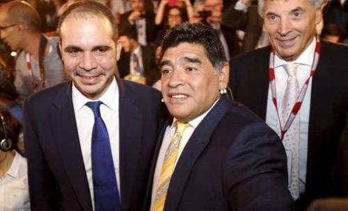 Maradona và hoàng tử Ali của Anh.