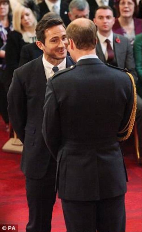 Lampard được nhận Huân chương cao quý.
