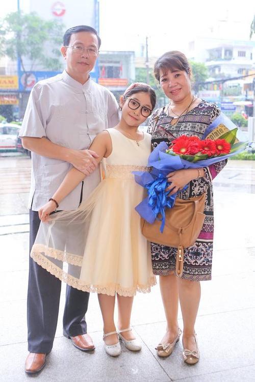 Quán quân Hồng Minh và bố mẹ.