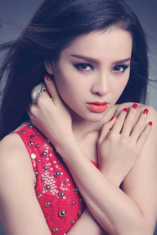 Ca sĩ - diễn viên Phương Trinh Jolie.