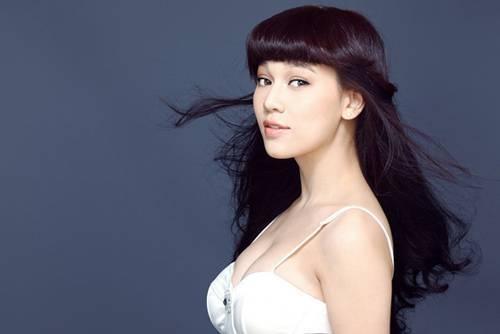 Ca sĩ Hà Hoài Thu.