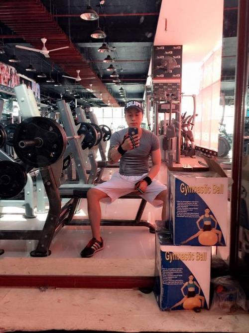 Ngoài sở thích ca hát, Lee Phạm còn chăm chỉ đến phòng tập gym để có thân hình đẹp.