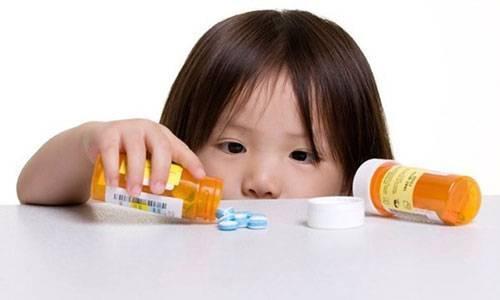 Gia đình cần sử dụng thuốc cẩn trọng tránh gây tai nạn cho trẻ nhỏ - Ảnh: BV Nhi Trung ương.