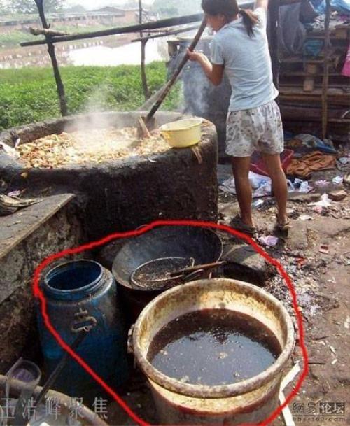 Kinh hoàng quy trình làm dầu ăn giả ở Trung Quốc.