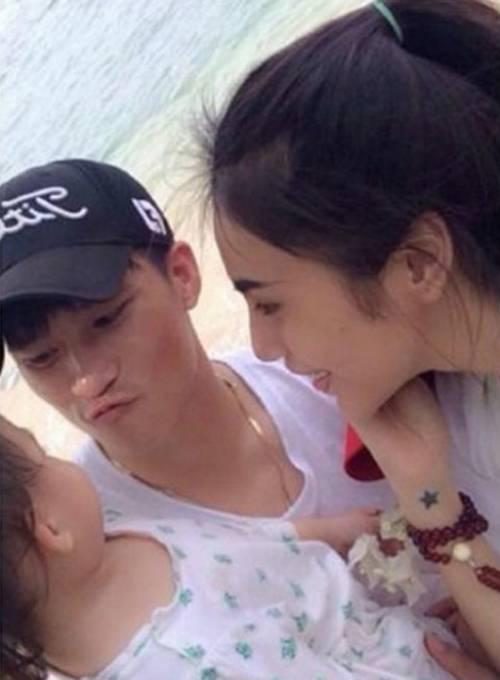 Thủy Tiên từng khoe ảnh con gái trên trang cá nhân nhưng chọn góc chụp che khuất mặt bé.