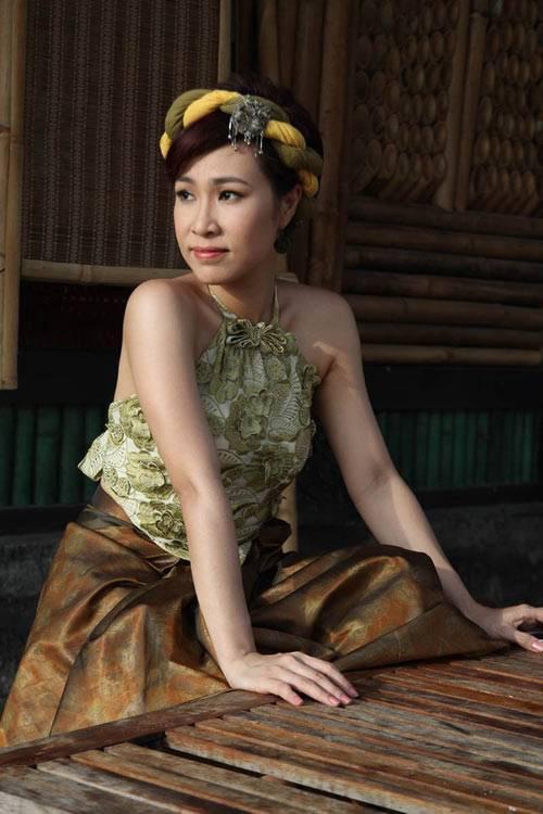 Hình ảnh của Uyên Linh trong MV Chờ người nơi ấy.
