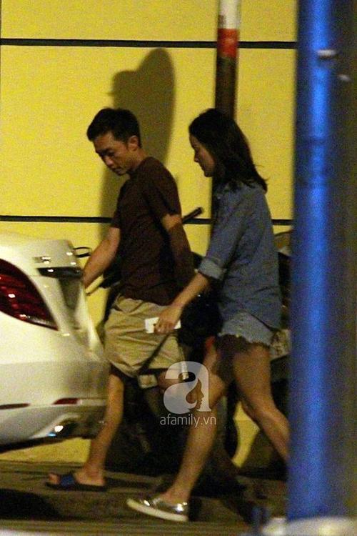 Gần 4h sáng, cặp đôi rời nhà hàng và tiến ra ngoài.