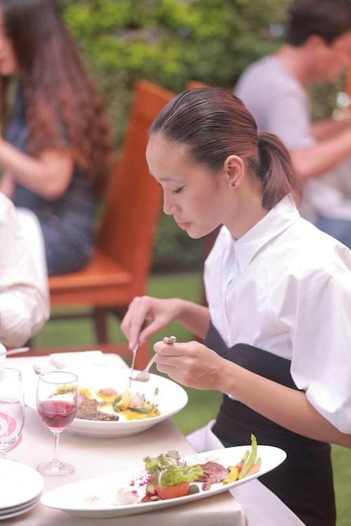 Trang Khieu thuong thuc mon an cua 2 doi