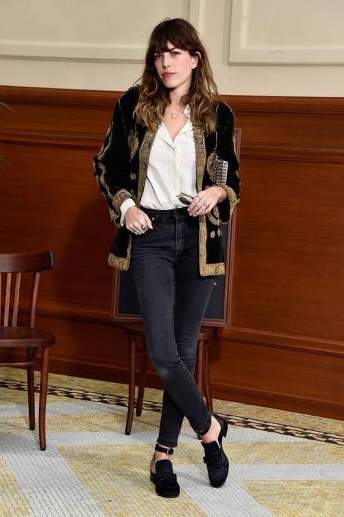 Theo người mẫu Lou Doillon, phụ nữ Pháp mang trong mình cái tôi rất lớn. Họ biết mình cần mặc gì và không nên mặc gì. Sexy nhưng họ cũng biết đâu là điểm dừng.