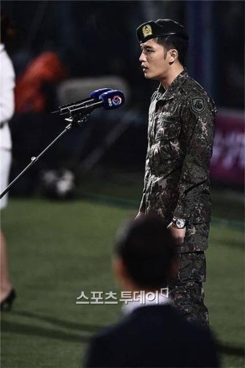 Jaejoong hát nhầm quốc ca.