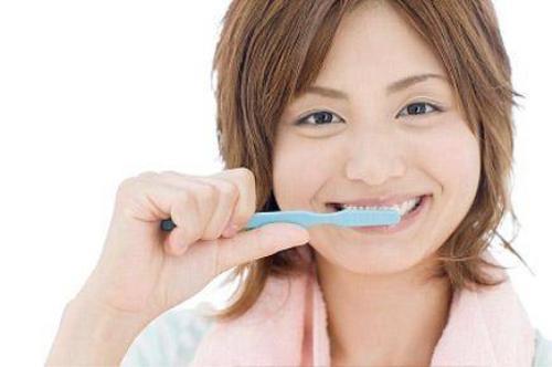 Đánh răng giúp ngăn ngừa cơn thèm ăn hiệu quả