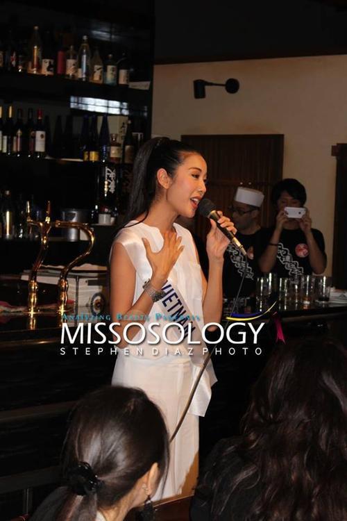 Trong một buổi tiệc ở nhà hàng, Thúy Vân được BTC mới lên hát ca khúc My Vietnam do chính cô sáng tác.