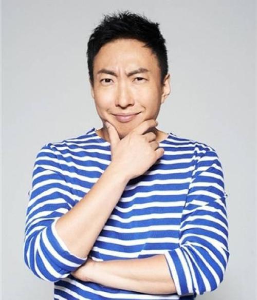 Nghệ sĩ hài Park Myung Soo.
