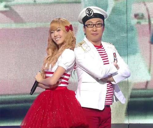 Năm 2009, Park Myung Soo góp giọng cùng Jessica - khi đó vẫn là thành viên nhóm SNSD trong ca khúc Naengmyun dành cho chương trình Duet Song Festival của Infinity Challenge. Họ từng có khá nhiều kỷ niệm trong lần hợp tác này. Hồi đầu năm, trong show phát thanh riêng, Park Myung Soo hỏi thăm về tình hình hiện tại của Jessica - nay đã là một nghệ sĩ hoạt động solo. Jessica bất ngờ tuyên bố tách khỏi SNSD vào tháng 9/2014 khiến cộng đồng fan không khỏi ngỡ ngàng.