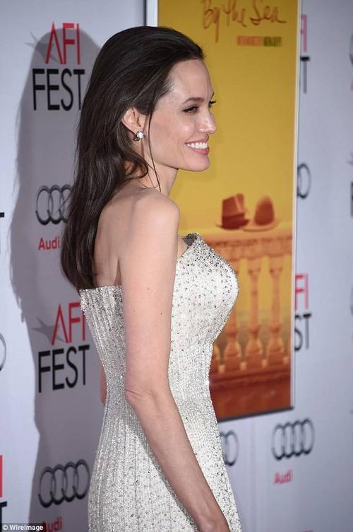 Sau những biến cố về sức khỏe, Angelina ngày càng gầy gò khiến không ít khán giả xót xa. Mặc dù vậy, nữ diễn viên khẳng định cô đang có cuộc sống hạnh phúc nhất bên chồng và 6 đứa con.