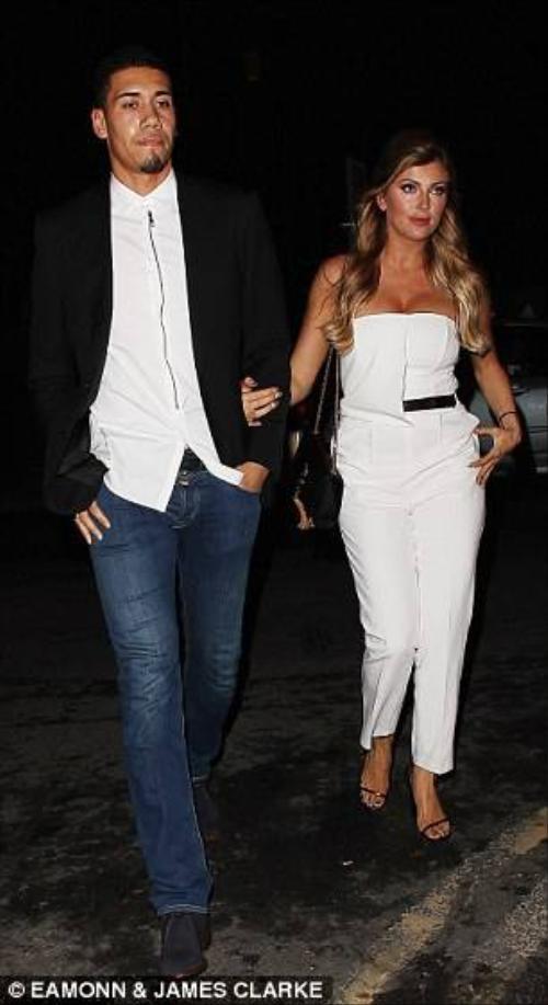 Chris Smalling và bạn gái Sam Cooke.