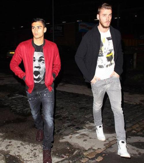 """Tiền vệ Andreas Pereira và thủ môn De Gea một mình tự """"kết đôi"""" nhau dự tiệc."""
