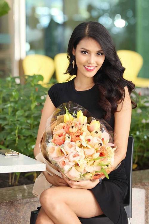 Lan Khue ra san bay don ntk Alexis Mabille7