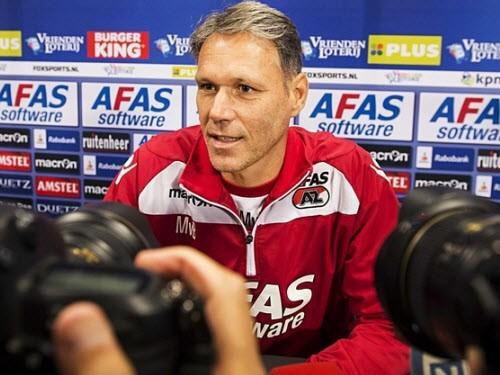 Van Basten thấy thoải mái và yêu thích khi chọn con đường làm trợ lý huấn luyện viên trưởng.