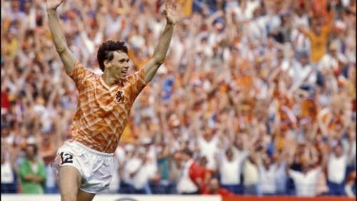 Van Basten là mẫu cầu thủ đáng mơ ước của bóng đá hiện đại.