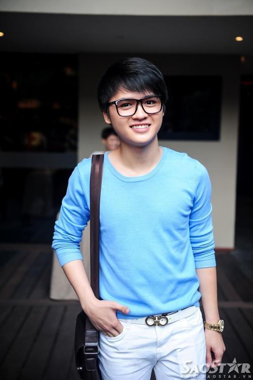 Ca sĩ Đào Ngọc Sang tranh thủ đến chúc mừng thành viên trong đội. Sau cuộc thi, anh được Đàm Vĩnh Hưng giúp đỡ, hỗ trợ trên con đường ca hát chuyên nghiệp.