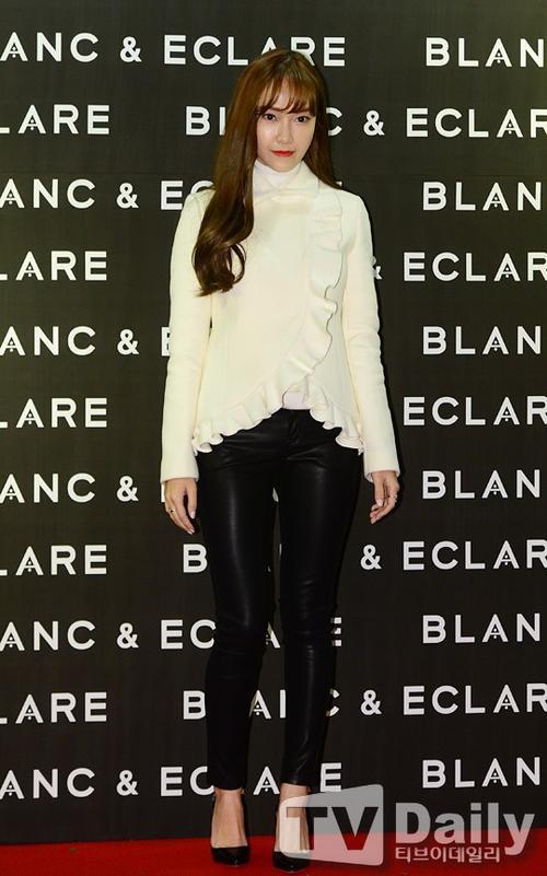"""Cựu thành viên của SNSD - Jessica Jung bật mí cách để duy trì vóc dáng thon gọn ngay cả khi bận rộn với công việc. """"Tôi cố gắng dành thời gian trong lịch trình làm việc để tập luyện nghiêm túc. Và nên chỉ ăn đủ chứ không nên ăn no"""" - Jessica nói."""