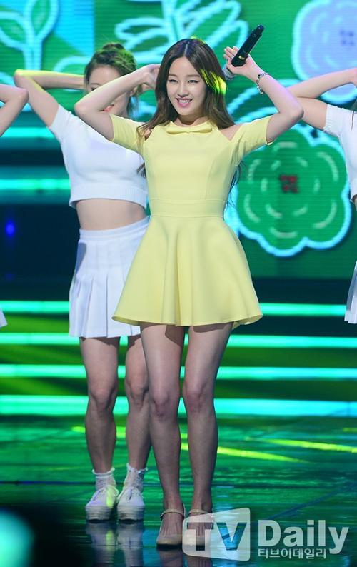 """Sau khi chiến thắng tại cuộc thi Superstar K2, việc đầu tiên Park Bo Ram làm là giảm cân, chăm chút ngoại hình để bắt đầu sự nghiệp ca hát. Nữ ca sĩ gây sốc khi giảm tới 30kg để có được thân hình cân đối, gợi cảm. Chia sẻ về khoảng thời gian chiến đấu với cân nặng, nữ ca sĩ nói: """"Tôi phải từ bỏ tất cả những món mình yêu thích. Hầu hết những món tôi thích đều giàu năng lượng, khiến cơ thể dễ dàng tăng cân""""."""