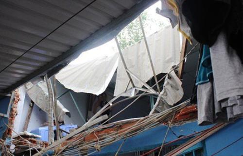 Hiện trường vụ bồn nước rơi đâm thủng mái tôn đè thương vong 2 mẹ con ngày 4/9.