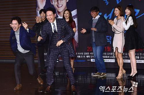 Dàn cast của Sweet Family là những diễn viên kỳ cựu và các tài năng trẻ cùng ra mắt báo giới. Phim sẽ lên sóng từ 18/11.