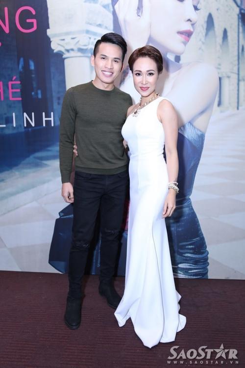 Ca sĩ Quốc Thiên đến chung vui cùng Uyên Linh. Vì cùng xuất thân từ chương trình Vietnam Idol nên cả hai rất thân thiết.