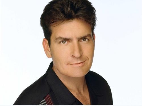 Charlie Sheen có khả năng đã lây nhiễm HIV cho tình cũ.