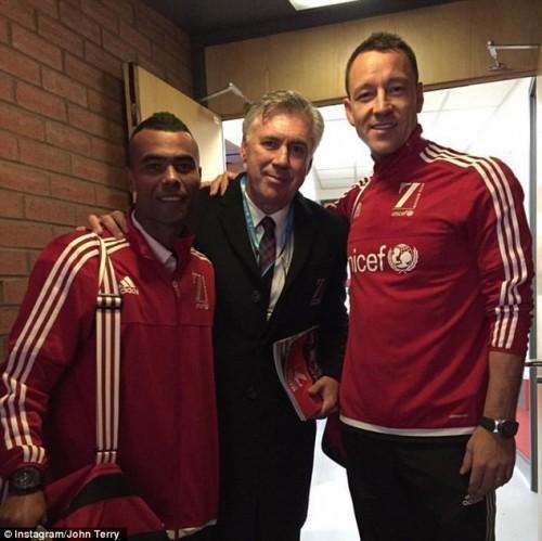 Terry cũng rất vui khi có dịp tái ngộ với những người bạn thân trong trận đấu từ thiện này.