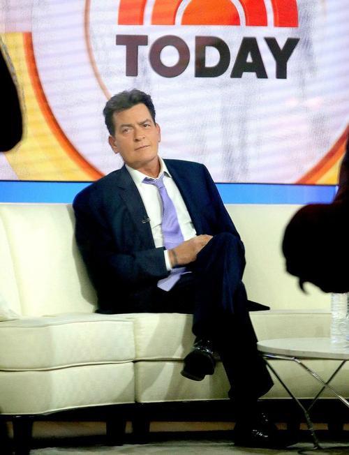 Charlie Sheen thừa nhận nhiễm HIV trong chương trình Today hôm 17/11.