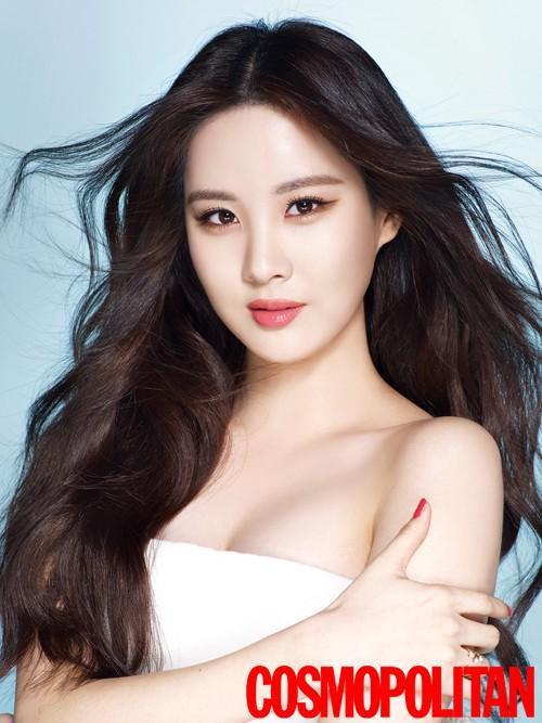 """Em út Seohyun của nhóm nhạc đình đám SNSD hé lộ về điều chưa ưng ý trên cơ thể. """"Tóc tôi rất dày. Vì thế tôi ghen tỵ với những ai có tóc mỏng hơn mình"""" - nữ ca sĩ chia sẻ."""