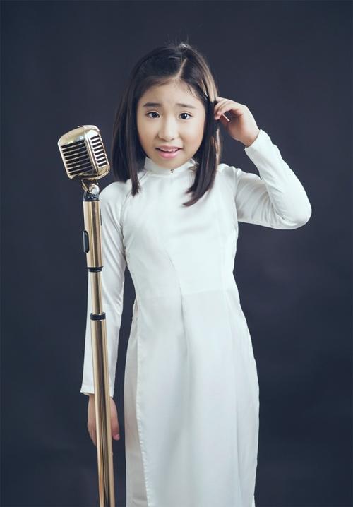 Ca sĩ nhí Ju Uyên Nhi - quán quân Gương mặt thân quen nhí mùa 1.