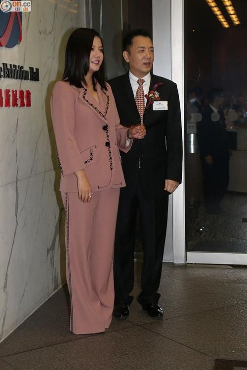 QQ đánh giá Triệu Vy có thể bị coi là thảm họa thời trang khi không nhiều dịp cô được ca tụng vì phong cách thời trang.