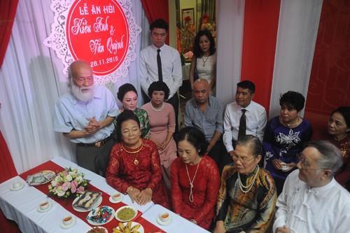 Phó Giáo sư Văn Như Cương - ông ngoại của chú rể Đặng Văn Quỳnh - chia sẻ cảm xúc, gửi lời chúc tốt đẹp đến đôi uyên ương cũng như cảm ơn họ nhà gái vì sự tiếp đón nồng nhiệt.