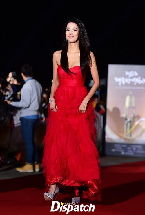 Kiều nữ Han Go Eun làm MC cho chương trình. Giải Chuông vàng năm nay vắng bóng nhiều diễn viên hạng A do lùm xùm trước đó với quy định của ban tổ chức.