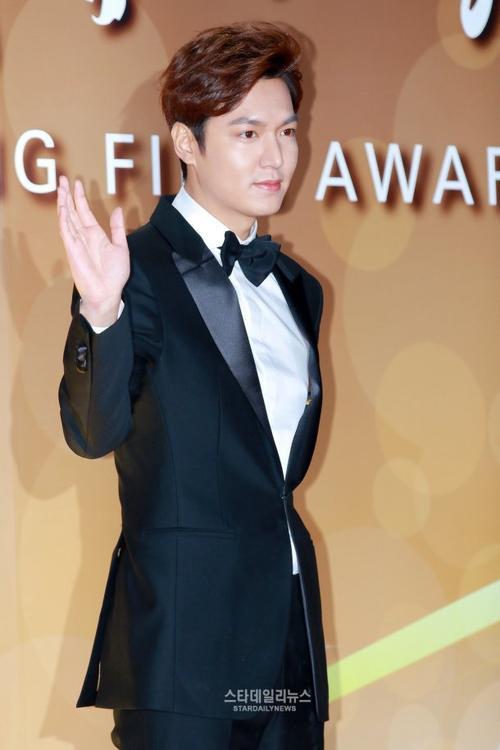 Diễn xuất của mỹ nam Người thừa kế được đánh giá khá cao, gây thuyết phục cho người xem. Tại giải Chuông vàng, Lee Min Ho cạnh tranh với khá nhiều gương mặt nặng ký.