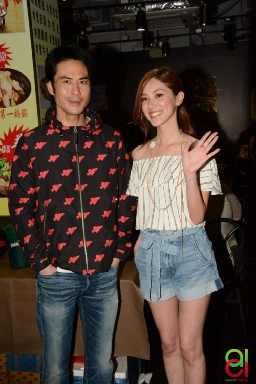 Trịnh Gia Dĩnh và Trần Khải Lâm công khai hẹn hò vào tháng 4 mặc cho chàng hơn nàng 22 tuổi.