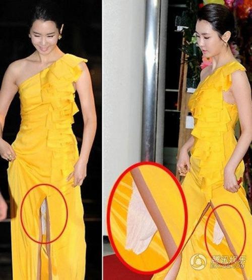 Lee Da Hae khi đi bộ trên thảm đỏ với chiếc váy vàng gây xôn xao bởi vật thể lạ phía sau váy. Truyền thông Hàn Quốc cho rằng đây là giấy vệ sinh.