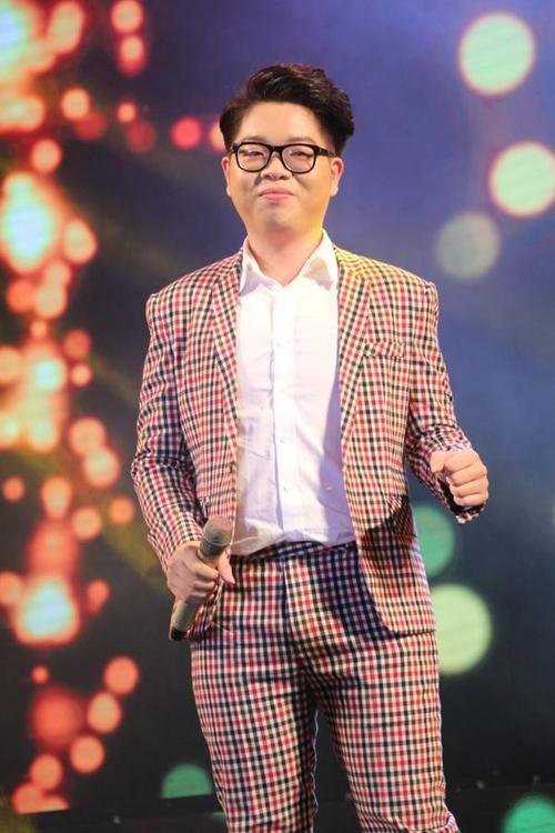 Trước đó, ở phần 1, nhiều ca sĩ khác cũng góp mặt trong chương trình. Đức Phúc - quán quân Giọng hát Việt 2015 gửi đến người yêu nhạc ca khúc Chỉ một câu.